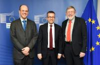 Visit of  William D. Phillips, Laureate of the Nobel Prize in Physics in 1997 and, Tommaso Calarco, Director of the Institute for Complex Quantum Systems at the University of Ulm, to the EC