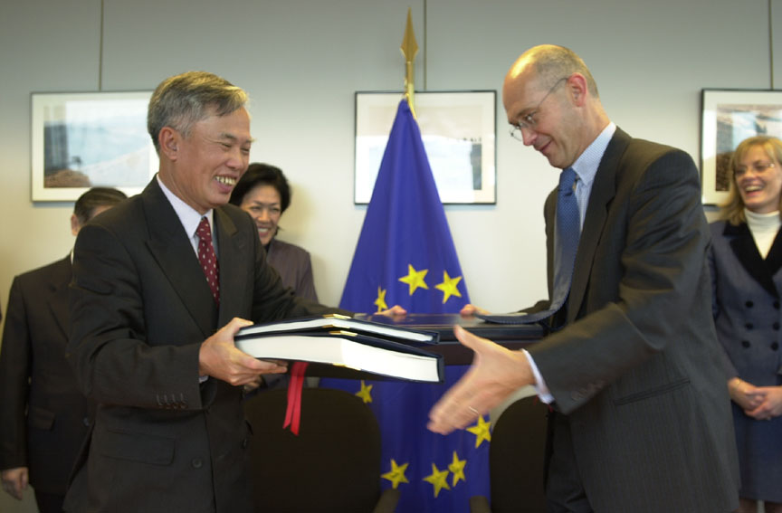 Signature of bilateral EU-Vietnam agreements on Textiles and Footwear