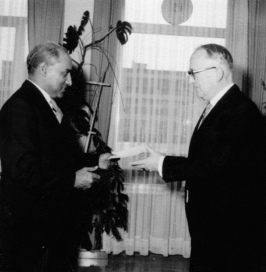 Presentation of the credentials of the Head of the Mission of Pakistan to Walter Hallstein, President of the Commission of the EEC