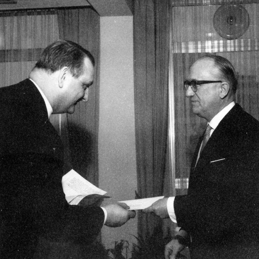 Presentation of the credentials of the Head of the Mission of Iceland to Walter Hallstein, President of the Commission of the EEC
