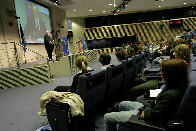 Visit by students from three Brussels schools to the EC
