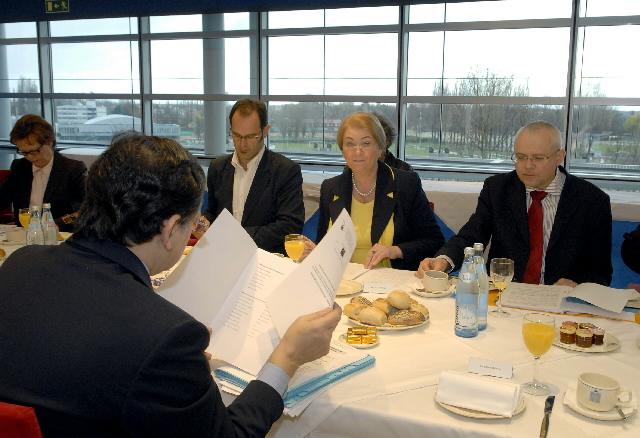 Participation de José Manuel Barroso et Vladimír Spidla à la réunion pour célébrer la journée internationale de la femme