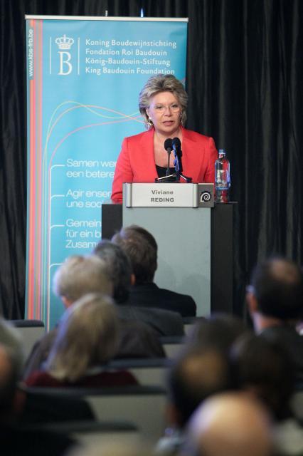 Participation de Viviane Reding, vice-présidente de la CE, à la conférence sur la Consultation des citoyens à la lumière du traité de Lisbonne