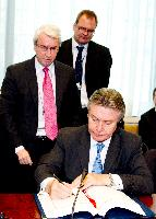 Signature of a comprehensive trade agreement between the EU, Peru and Colombia