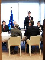 General view of the meeting: David Cameron, British Prime Minister, on the right, from behind, Herman van Rompuy, 2nd from the left, José Manuel Barroso, on the left, and Uwe Corsepius, Secretary General of the Council of the EU, standing