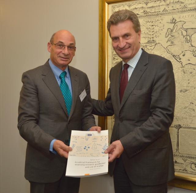 Visite de Julian Kinderlerer, président du GEE, à la CE