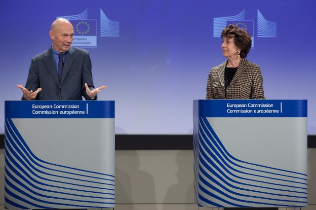 Joint press conference by Pascal Lamy, Chairman of the advisory group on the future use of UHF spectrum, and Neelie Kroes, Vice-President of the EC, on the future of the UHF radio spectrum band