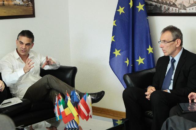 Visite d'Andris Piebalgs, membre de la CE, en Équateur