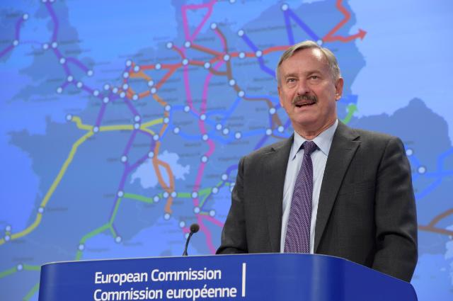 "Illustration of ""Press conference by Siim Kallas, Vice-President of the EC, on the new EU transport infrastructure policy"""