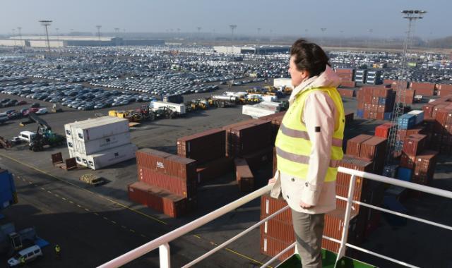 Visit of Violeta Bulc, Member of the EC, at the Port of Antwerp