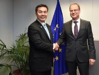 Visite d'Hiroshi Hase, ministre japonais de l'Education, de la Culture, des Sports, de la Science et de la Technologie, à la CE