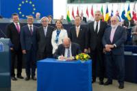 Cérémonie de signature, suite à sa ratification par l'UE, de l'accord de Paris sur le changement climatique conclu lors de la COP21 en 2015