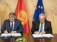 Visite de Abdyldaev Erlan Bekeshovich, ministre kirghize des Affaires étrangères, à la CE et signature conjointe de deux accords financiers avec le  Kirghizstan.