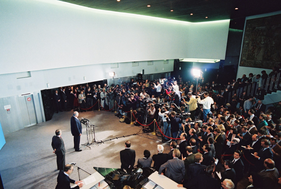 Visit of Helmut Kohl, German Federal Chancellor, to the CEC