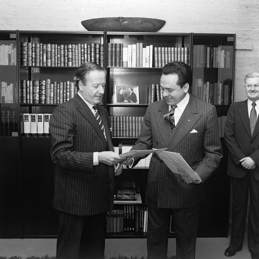 Presentation of the credentials of the Head of the Mission of Bolivia to Gaston Thorn, President of the CEC