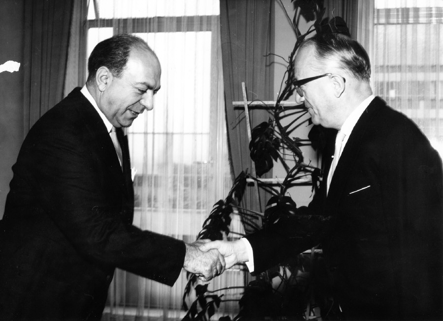 Presentation of the credentials of the Head of the Mission of Greece to Walter Hallstein, President of the Commission of the EEC