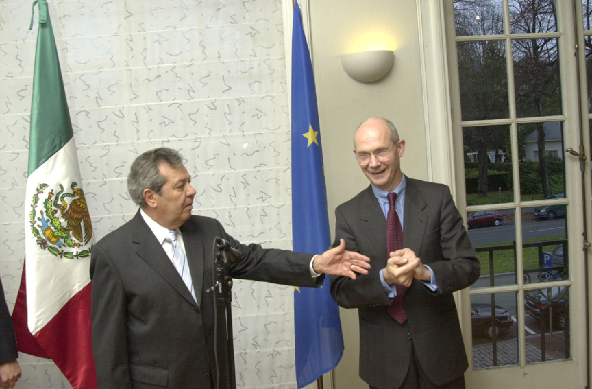 Presentation of a Mexican award to Pascal Lamy, Member of the EC