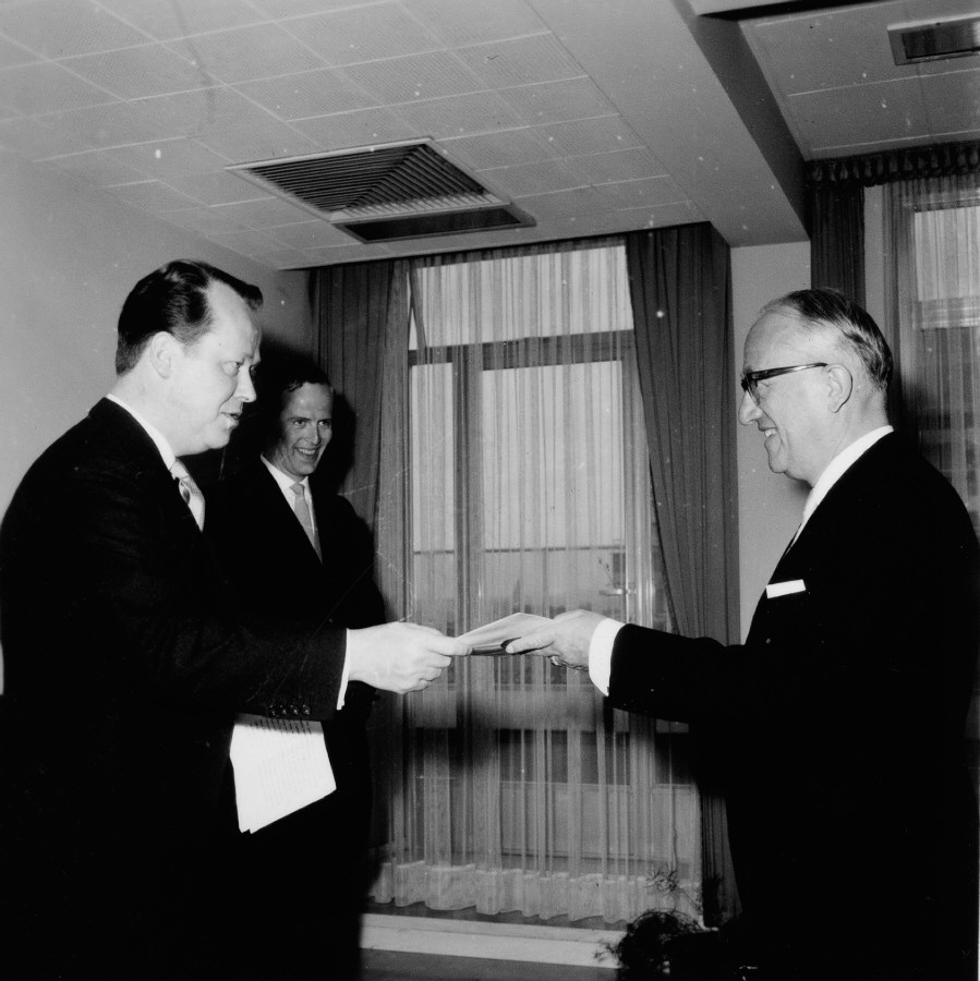 Presentation of the credentials of the Head of the Mission of Denmark to Walter Hallstein, President of the Commission of the EEC