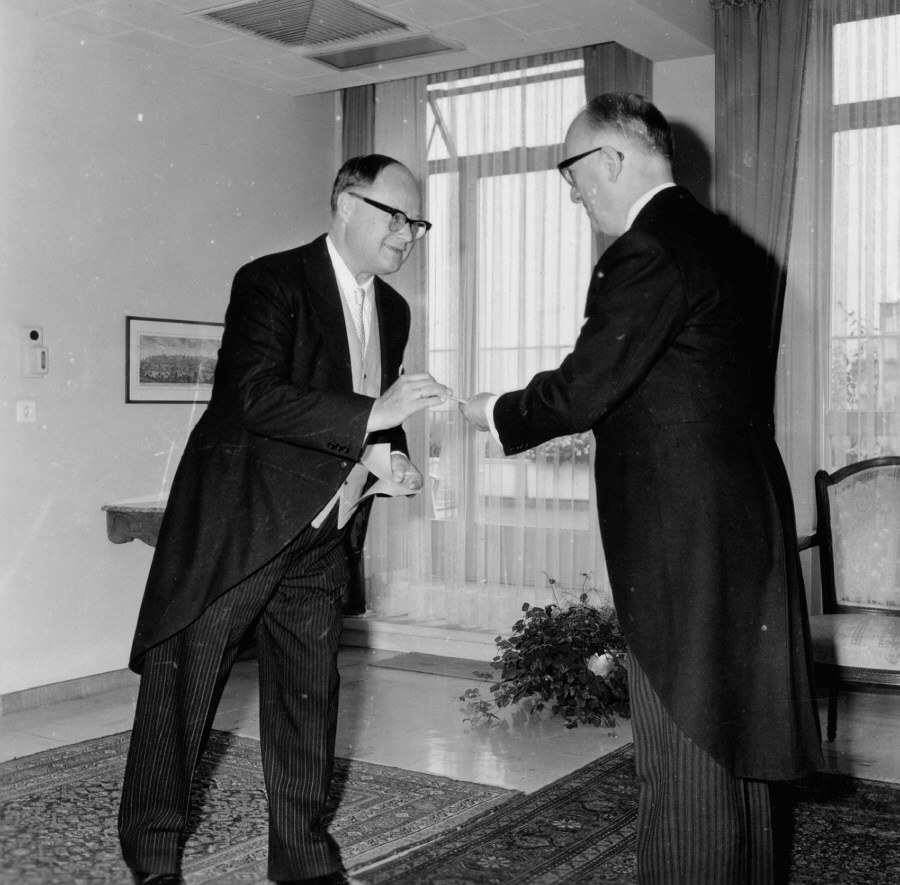 Presentation of the credentials of the Head of the Mission of Finland to Walter Hallstein, President of the Commission of the EEC