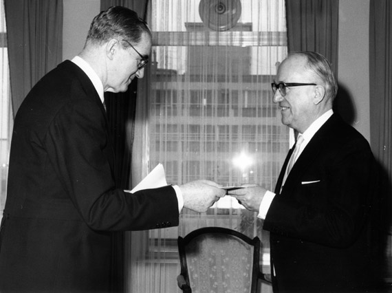 Presentation of the credentials of the Head of the Mission of Spain to Walter Hallstein, President of the Commission of the EEC