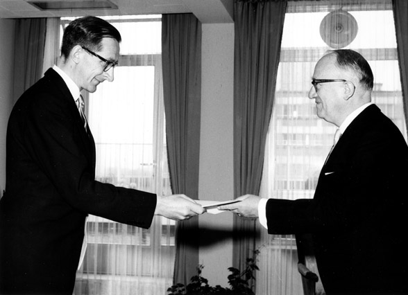 Presentation of the credentials of the Head of the Mission of Norway to Walter Hallstein, President of the Commission of the EEC