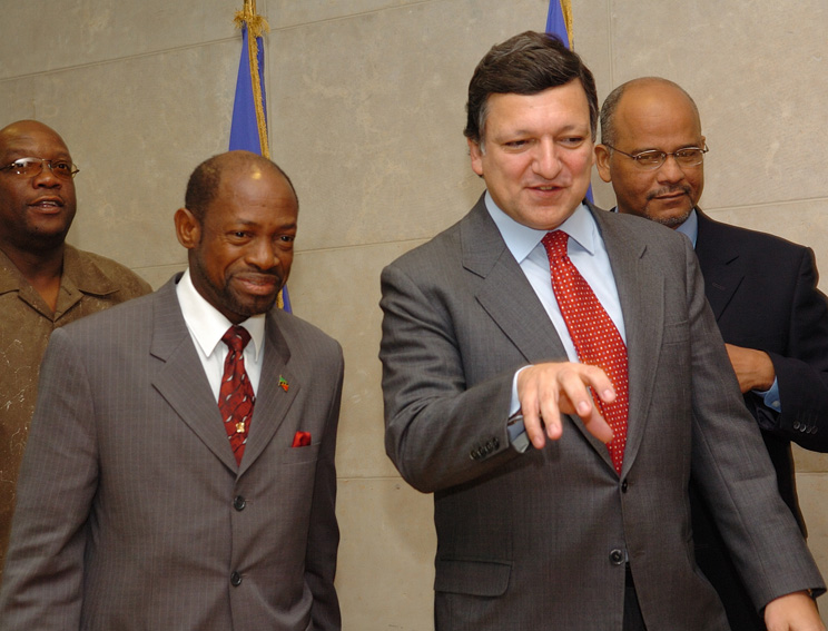 Visit by Denzil Douglas, Prime Minister of Saint Kitts and Nevis, to the EC