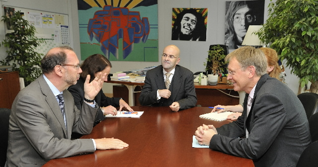 Visit by Peter Piot, Director-General of UNAIDS, to the EC