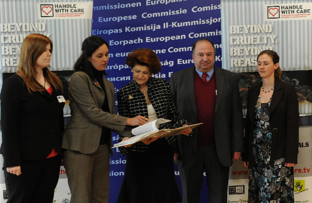Handover of a petition on animal transport by the World Society for the Protection of Animals