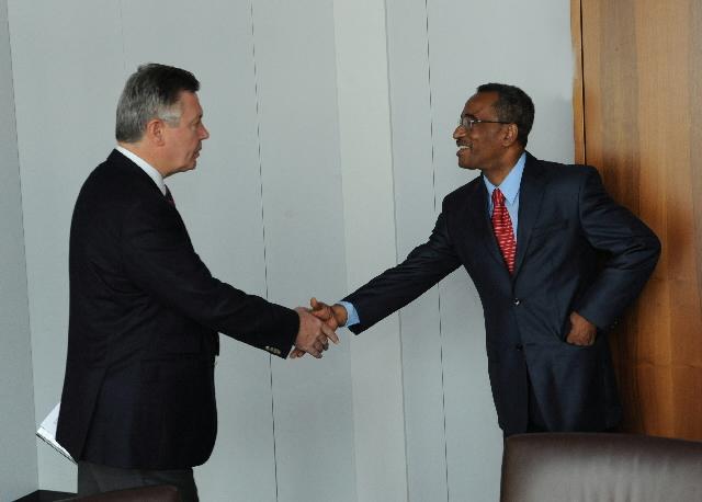 Visit of Joaquim Rafael Branco, Prime Minister of São Tomé and Príncipe, to the EC