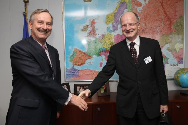 Visit of Ulrich Schulte-Strathaus, Secretary General of the Association of European Airlines, to the EC