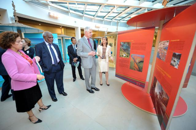 Participation of Michel Barnier, Member of the EC, and Maurice Ponga, Member of the EP, at the opening of the exhibition Terre de Corail