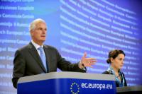 Conférence de presse de Michel Barnier, membre de la CE, sur les mesures relatives aux produits dérivés, aux contrats d'échange sur défaut et aux ventes à découvert