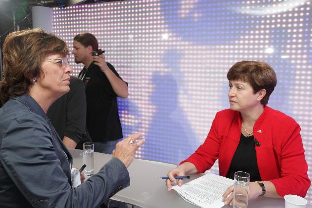 Participation de Kristalina Georgieva, membre de la CE, à la table ronde animée par Islamic Relief TV, dans le cadre des journées européennes du développement
