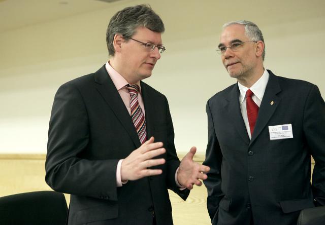 Participation de László Andor, membre de la CE, à la 10e rencontre européenne des personnes en situation de pauvreté et d'exclusion sociale