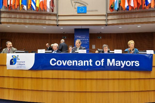 Participation de Johannes Hahn, membre de la CE, à la réunion de la Convention des maires européens