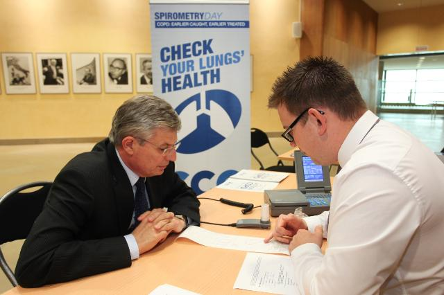 Participation of Tonio Borg, Member of the EC, at a spirometry test on the occasion of the Spirometry Day