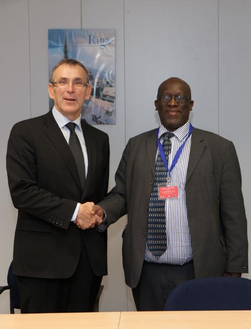 Visit of Willard L. Manungo, Permanent Secretary in the Zimbabwean Ministry of Finance, to the EC