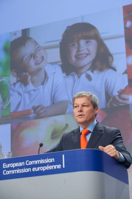 Press conference by Dacian Cioloş, Member of the EC, on the proposal to combine and reinforce existing school milk and school fruit schemes