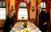 Discussion between John Kerry and Federica Mogherini (in the foreground, from right to left)