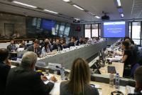 Participation de Dimitris Avramopoulos, membre de la CE, à une  réunion du Forum de l'UE sur l'internet