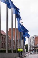Drapeaux européens en berne en hommage aux victimes des attentats terroristes de Barcelone et Cambrils en Espagne