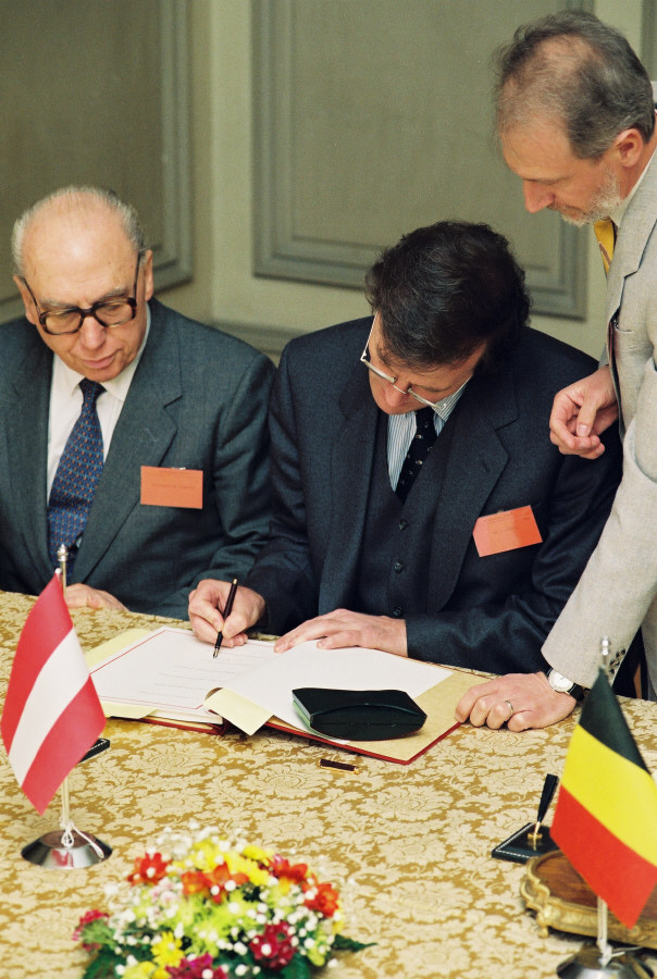 Signature of the Schengen Convention by Austria