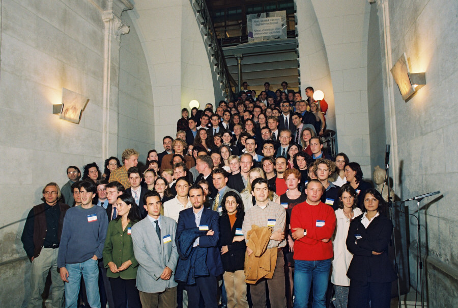Meeting between Edith Cresson, Member of the EC, and young people