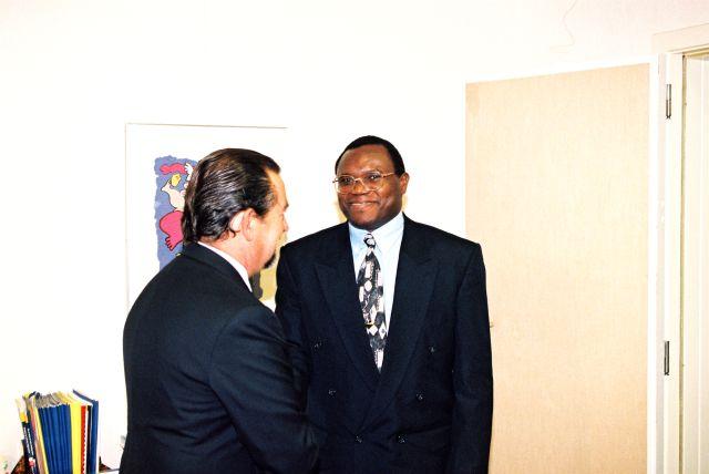 Visite de Frédéric Bamvunginyumvira, vice-président du Burundi, à la CE