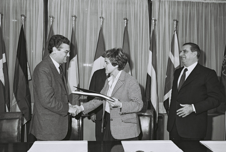 Signing of a pre-accession agreement with Portugal