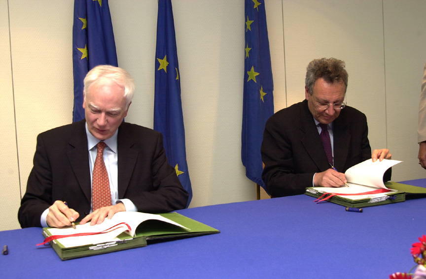 Signature of a partnership agreement between the EC and the EIB designed to stimulate research and innovation