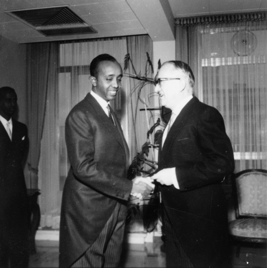 Presentation of the credentials of the Head of the Mission of Somalia to  Walter Hallstein, President of the Commission of the EEC