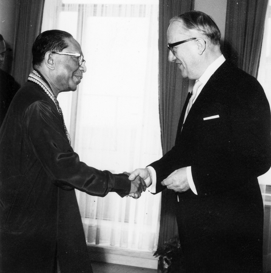Presentation of the credentials of the Head of the Mission of Ceylon to Walter Hallstein, President of the Commission of the EEC