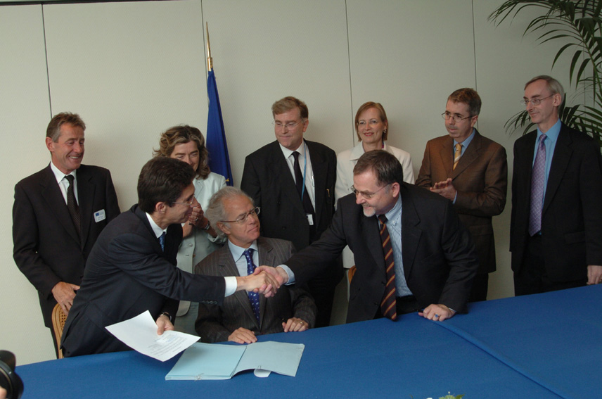Signature between the EC and Philip Morris International, of an agreement to combat contraband and counterfeit cigarettes