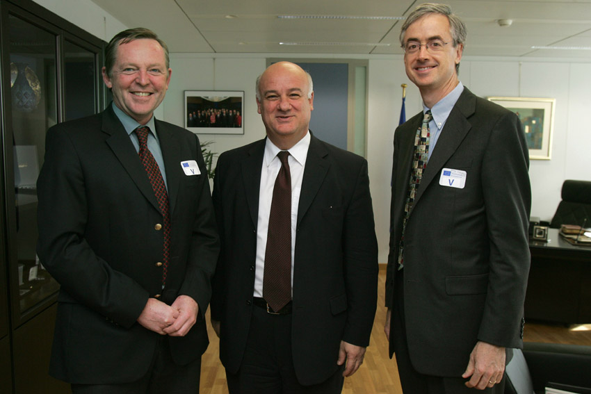 Visit of Tony Long, Director of the WWF European Office, and of James Leape, Director-General of WWF International, to the EC